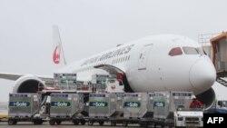 Một hãng hàng không Nhật chuyển vaccine AstraZeneca cho Đài Loan hôm 4/6/2021.
