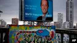 Este jueves se realizan las actividades por el cierre de campañas de los candidatos.Martin Insaurralde del partido Frente para la Victoria aparece en el cartel publicitario en la ciudad de Buenos Aires.