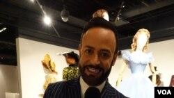 Nick Verreos, juru bicara Museum FIDM, dan juga perancang busana, serta TV personality Project Runway.