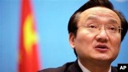 上海卫生局局长徐建光4月2日在记者会上谈针对禽流感启动新的应急方案