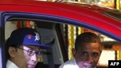 Tổng thống Mỹ Barack Obama và Tổng thống Nam Triều Tiên Lee Myung-bak thăm 1 nhà máy của General Motor ở Detroit, Michigan, 14/10/2011