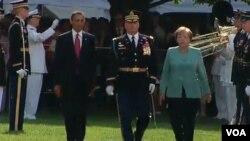 El presidente Barack Obama y la canciller Angela Merkel, durante la ceremonia oficial de bienvenida a la Casa Blanca.