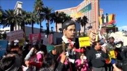 2015-12-16 美國之音視頻新聞: 共和黨辯論會場外示威