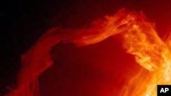 سورج سے بڑے پیمانے پر شمسی لہروں کا اخراج