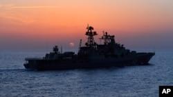 Un destroyer de la marine russe en patrouille dans l'est de la Méditerranée