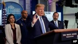 Tổng thống Trump cảnh báo nguy cơ suy thoái kinh tế vì dịch Covid-19