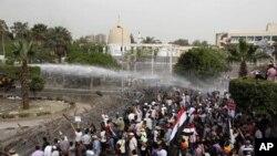4일 군부 통치 척결을 촉구하는 이집트 시위대.