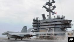 正在西太平洋从事夏季巡逻的美国航空母舰乔治华盛顿号