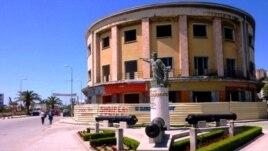 Ish Hotel Vollga, hetim 3 gjykatësve