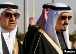 FILE - Saudi Arabia's Crown Prince Mohammed bin Nayef (L) seen here with his uncle King Salman (R) in Riyadh, January 27, 2015.