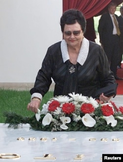 FILE - Jovanka Brozlays a wreath on the tomb of her husband in Belgrade.