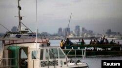 Des bateaux au port d'Abidjan, le 23 avril 2013. (Photo: REUTERS/Thierry Gouegnon)