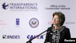 Kepala Transparency International Huguette Labelle dalam sebuah acara di Brasilia. (Foto: Dok)