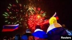 3月16日克里米亚民众在首都列宁广场庆祝加入俄罗斯