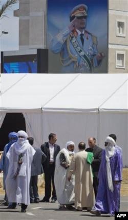 Qaddafiy tarafdorlari NATO hujumlarini bas qilishni talab qilmoqda