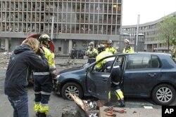 Des secouristes sur les lieux de l'attentat d'Oslo