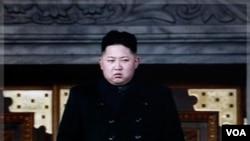 El nuevo gobernante norcoreano, Kim Yong Un, en los funerales de su padre.