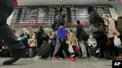 Amtrak passengers walk to their gates in New York's Pennsylvania Station, Nov. 25, 2015.