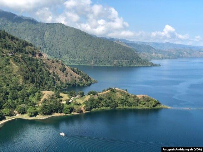 Pemandangan Danau Toba dari atas Bukit Singgolom, Kabupaten Toba, Sumatra Utara, Kamis 12 Maret 2020. (Foto: Anugrah Andriansyah)