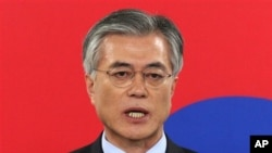 Opposition Democratic United Party's presidential candidate Moon Jae-in speaks during press conference Dec. 18, 2012