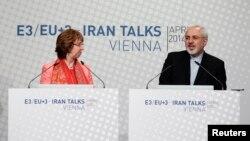 캐서린 애슈턴 유럽연합 외교안보 고위대표(왼쪽)과 모함마드 자바드 자리프 이란 외무장관이 9일 이란 핵 협상 관련 공동 기자회견에 참석했다.
