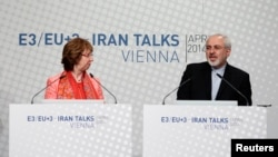 European Union foreign policy chief Catherine Ashton (L) and Iranian Foreign Minister Mohammad Javad Zarif address a news conference after talks in Vienna, April 9, 2014.