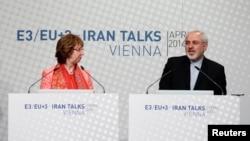 Trưởng ban chính sách đối ngoại EU Catherine Ashton (trái) và Ngoại trưởng Iran Mohammad Javad Zarif dự một cuộc họp báo ở Vienne 9/4/14
