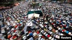 被推翻總統穆爾西的支持者星期五在開羅舉行一天的群眾抗議。