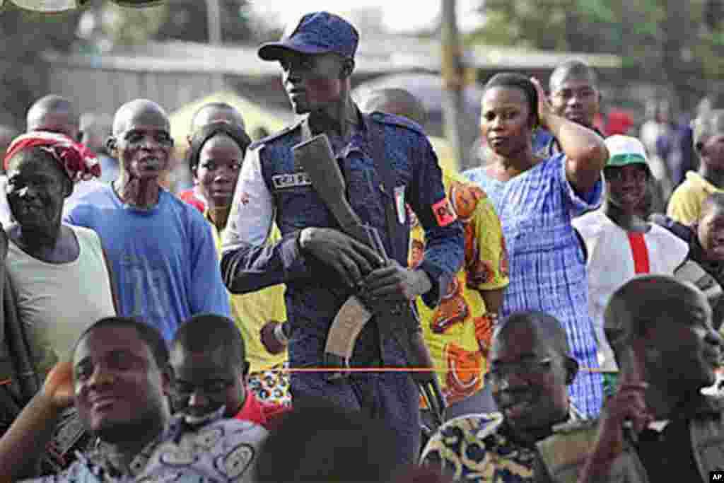 Un policier ivorien lors d'une manifestation à Abidjan.