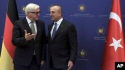 German Foreign Minister Frank-Walter Steinmeier, left, and Turkish Foreign Minister Mevlut Cavusoglu speak before their meeting in Ankara, Turkey, Nov. 15, 2016.