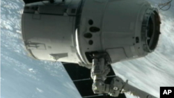 Phi thuyền Dragon kết nối với Trạm không gian Quốc tế, ngày 25/5/2012