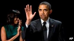 Gia đình Tổng thống Obama trả 112.214 đô la tiền thuế với thuế suất 18,4% năm 2012