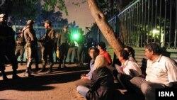 در ماههای اخیر در شهرهای کوچک بازداشت مهمانان مهمانی های خصوصی گزارش شده است.