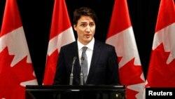 PM Kanada Justin Trudeau memberikan keterangan mengenai penembakan di SMA di Saskatchewan dalam konferensi pers di Davos, Swiss (22/1).