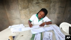 Eleições africanas não trazem benefícios - analistas