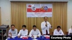 သတင္းစာရွင္းလငး္ပြဲတြင္ ေတြ႔ရသည့္ ရခုိင္ဒီမိုကေရစီအဖြဲ႔ခ်ဳပ္ (ALD) ေခါငး္ေဆာင္မ်ား။ မတ္ ၆၊ ၂၀၁၆။(ဓါတ္ပံု - Rakhine Daily News)