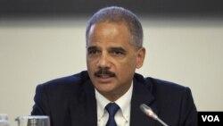 Los representantes de los distintos estados de la nación preguntaron a Holder acerca de los resultados del operativo.