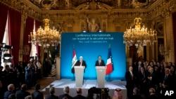 奧朗德(右)和伊拉克總統馬蘇姆(左)在巴黎共同主持一次會議