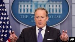 斯派塞星期一在記者招待會上為川普指控奧巴馬監聽他一事做出解釋