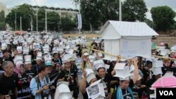 Hundreds of demonstrators from villages around Beoung Kak lake gathered to protest against land evictions, file photo.