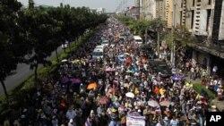 20일 방콕에서 반정부 시위대가 거리 시위를 벌이고 있다.