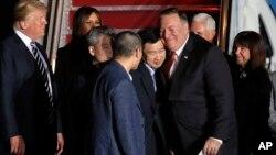 Ông Pompeo và các tù nhân Mỹ mới được Bắc Hàn thả.