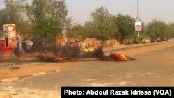 De nouvelles manifestations contre une caricature du prophète Mahomet dans Charlie Hebdo ont eu lieu, samedi 17 janvier 2015, au Niger - Crédit photo : Abdoul Razak Idrissa.