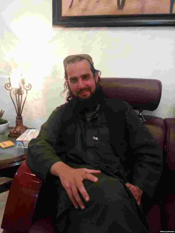 بازیابی کے بعد لی گئی تصاویر میں شہباز تاثیر نے شلوار قمیض اور سر پر روایتی بلوچی ٹوپی پہن رکھی تھی جبکہ ان کے بال اور داڑھی بڑھی ہوئی تھی۔