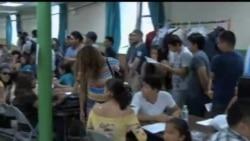 2012-08-16 美國之音視頻新聞: 美國年輕非法移民申請暫緩遞解出境