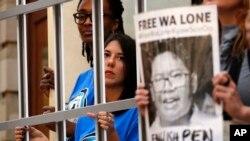 Myanmar'daki binlerce mahkumun serbest bırakılmasına rağmen tutuklu iki Reuters muhabiri af kapsamına alınmıyor.