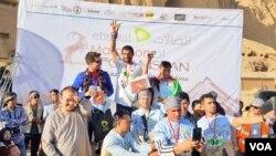 در این مسابقه حدود ۴۰۰ ورزشکار اشتراک کرده بود
