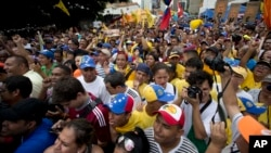 People chant against the government of President Nicolas Maduro during a march in Caracas, Venezuela, May 14, 2016. Protesters demanded electoral officials accelerate the certification of the petition signatures that would kick off a recall of Maduro.