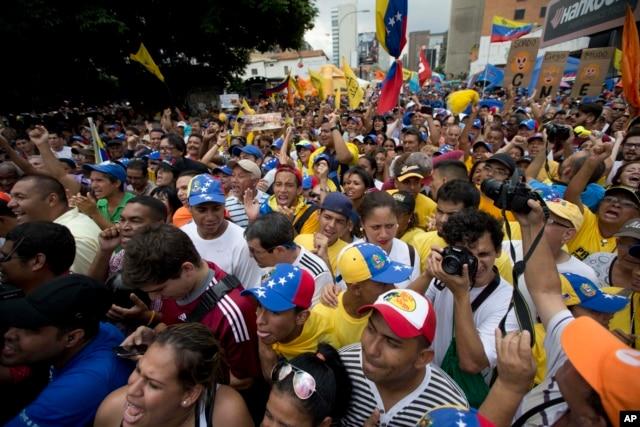 Người dân venezuela xuống đường phản đối Tổng thống Maduro tại thủ đô Caracas, ngày 15/5/2016.