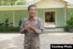 Sri Sultan Hamengkubuwono X di kantornya, Senin 30 Maret 2020. (Foto: Humas Pemda DIY)
